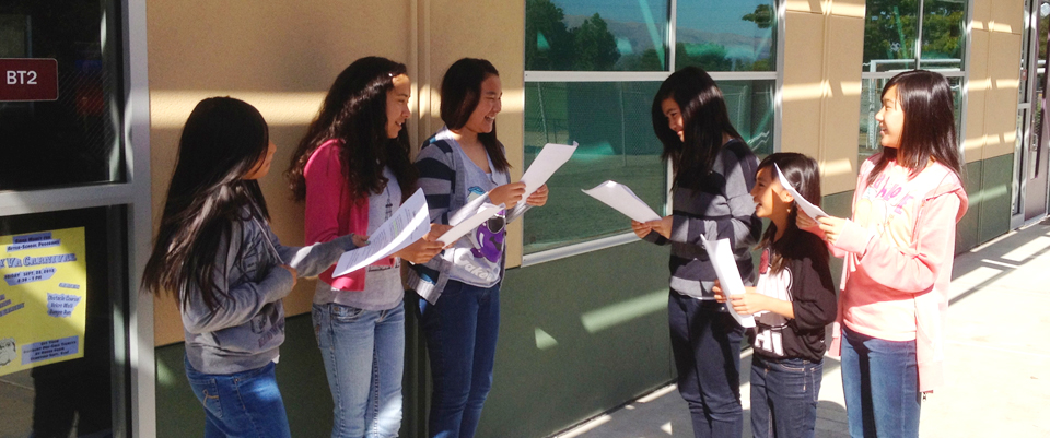 Image fo students reading outside